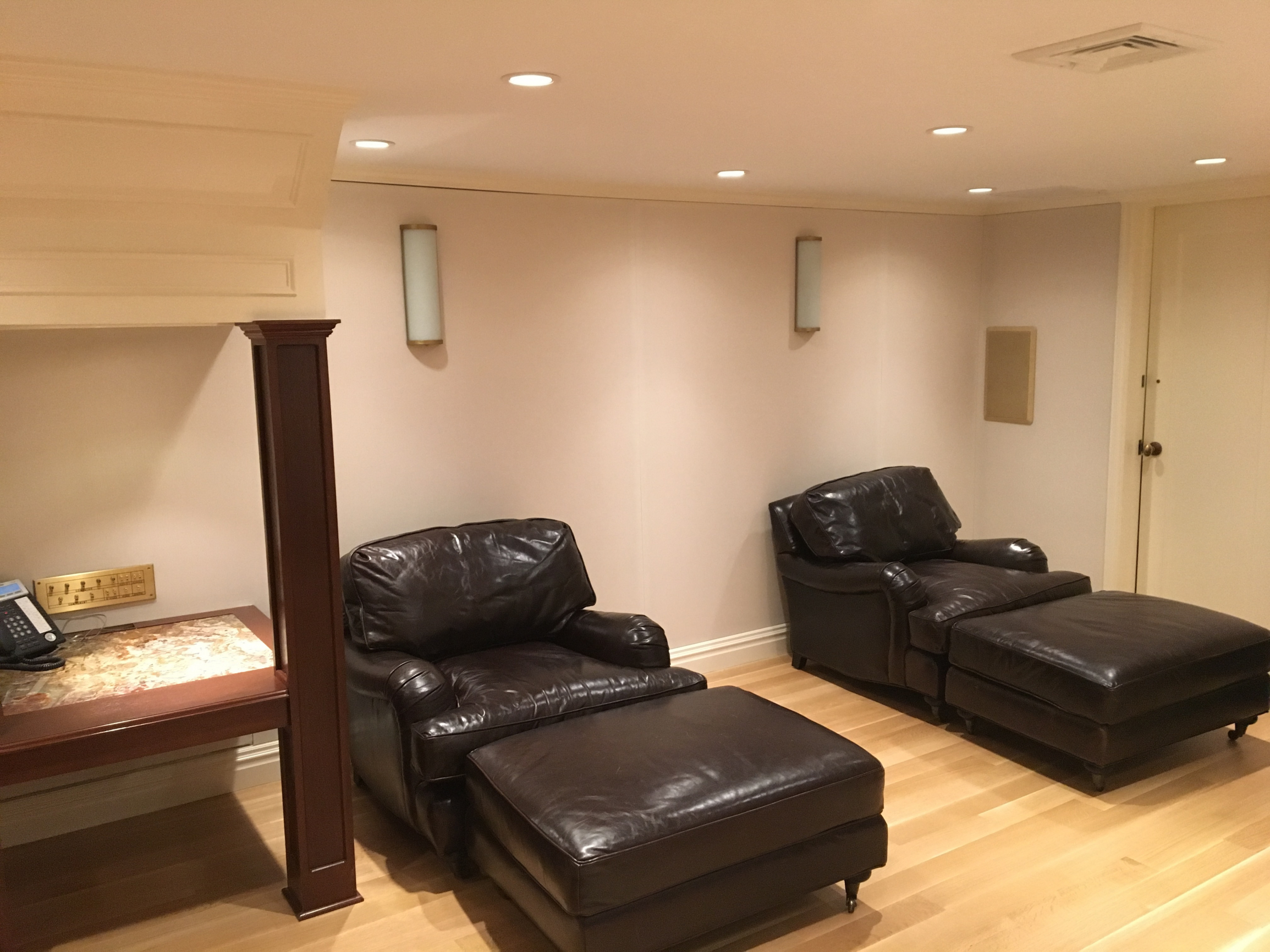 Home Theater Acoustic Fabric Wall in Off-White